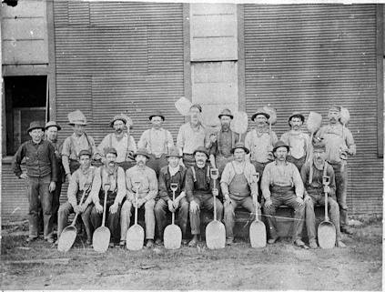 Grain shovellers group photo